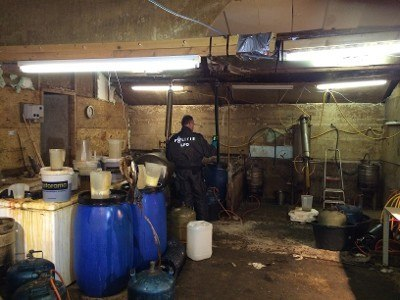 Schuur Huren Boer : Boer bedreigd om drugslab in schuur crime