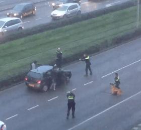Vluchtende crimineel klaagt politie aan