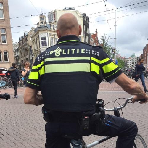 Man te water na vlucht voor politie (VIDEO)