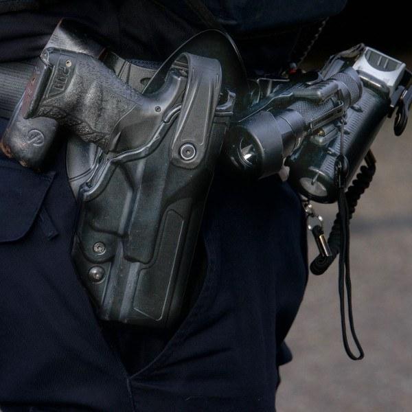 Agent krijgt taakstraf voor schieten op auto