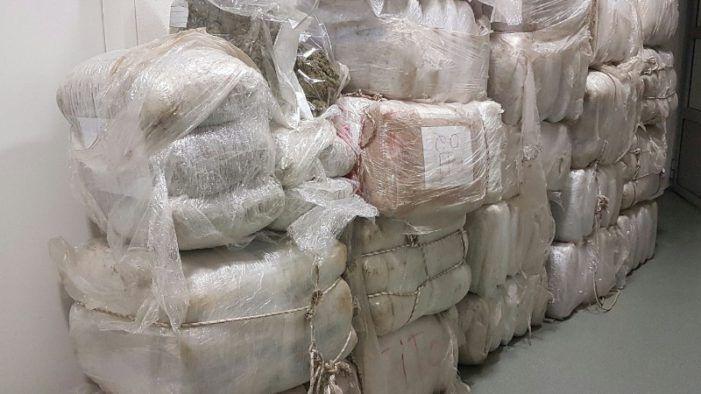 Nepagenten aangehouden voor rippen 500 kilo wiet