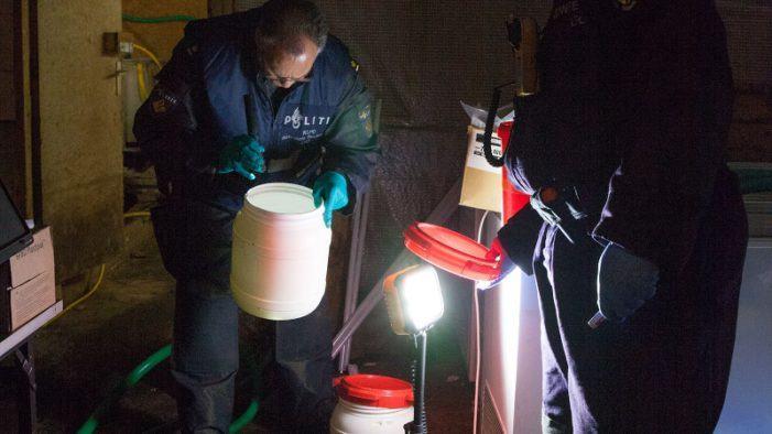 Politie ontmantelt drugslab en houdt verdachten aan