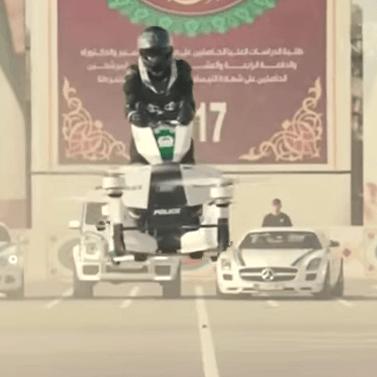 Politie Dubai op vliegende motorfietsen (VIDEO)