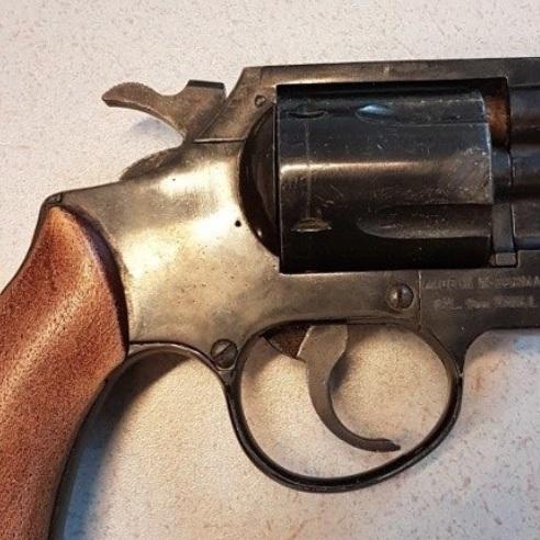 Politie rolt illegale vuurwapenhandel op