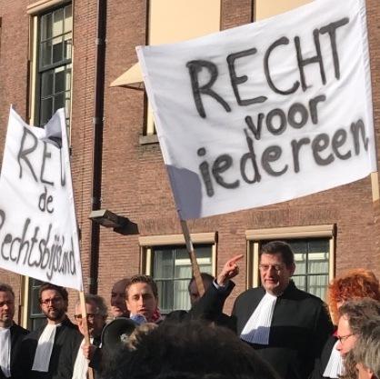 Advocatenprotest bij de Tweede Kamer (STRIP)