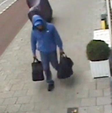 Beelden van verdachte dubbelmoord Amsterdam (VIDEO)