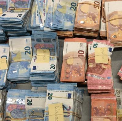 20-jarige met 100.000 euro in boodschappentas (VIDEO)