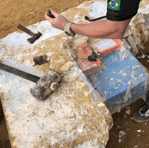 Leden marmerblokken-bende voor de rechter