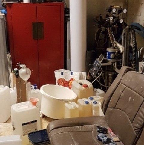 Man bezweken bij drugslab in garagebox