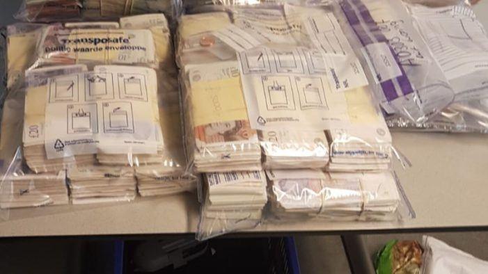Politie pakt 1,5 miljoen euro cash bij drugshandelaren