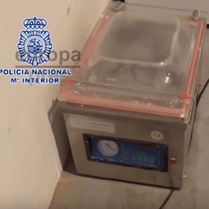 NL-er gepakt voor synthetische drugs op Ibiza (VIDEO)
