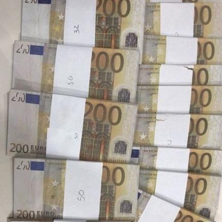 Man verkoopt bitcoins voor nepgeld