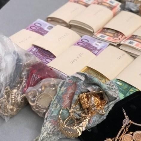 Politie: duo verkocht gestolen sieraden op internet
