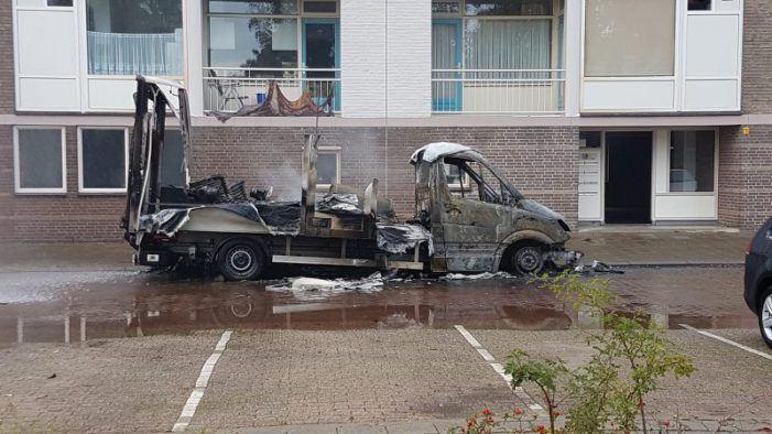 Vrachtauto vol chemicaliën in brand
