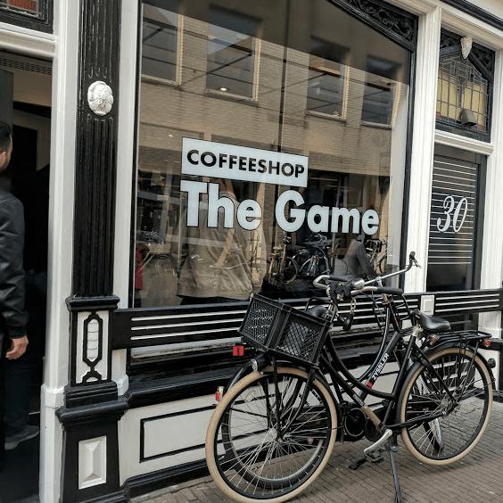 Doodgeschoten zoon politieman wilde op coffeeshop schieten