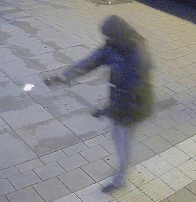 Politie verspreidt beelden schutter restaurant (VIDEO)