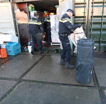 Vader en zoon uit Hoogvliet opgepakt in drugsonderzoek