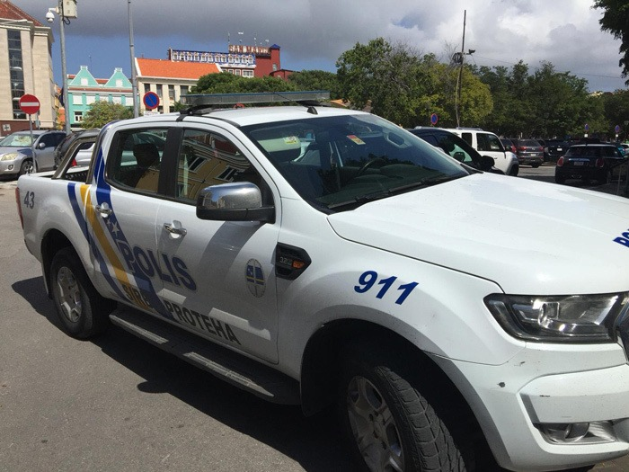 Rapper in boeien geslagen op vliegveld Curaçao