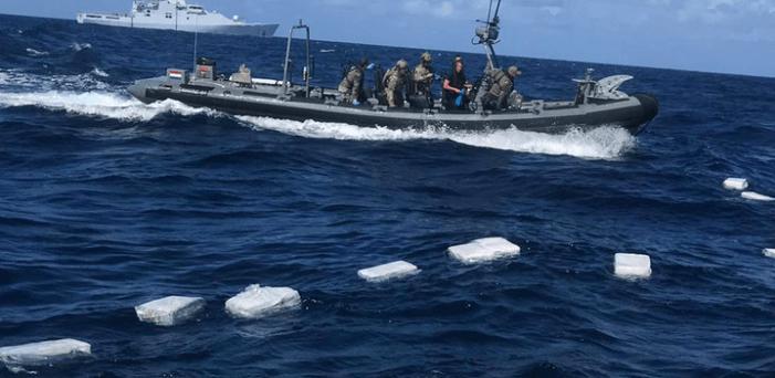 Nederlandse marine pakt 2000 kilo harddrugs