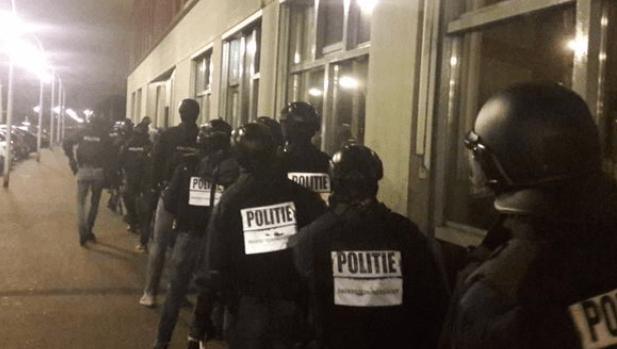 Politie doet invallen in Haagse buitenwijk (UPDATE VIDEO)