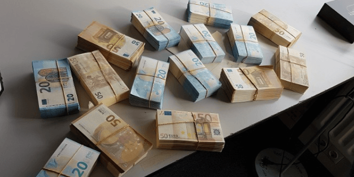 Drie verdachten vast in internationaal onderzoek naar vals geld