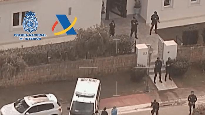 Zo doorzoekt de Spaanse politie een luxe villa