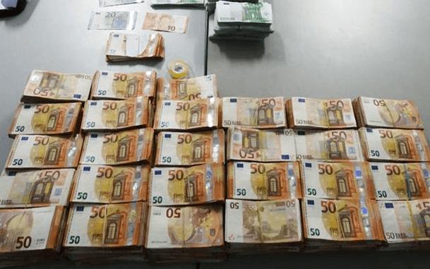 Geldkoerier uit Suriname met acht ton gepakt