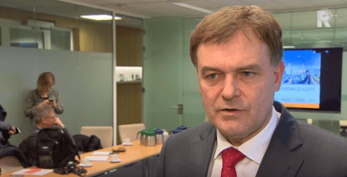 Hoofdofficier heeft recht op schadevergoeding door OM-rapport