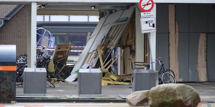 Enorme schade bij plofkraak op Delflandplein in Amsterdam