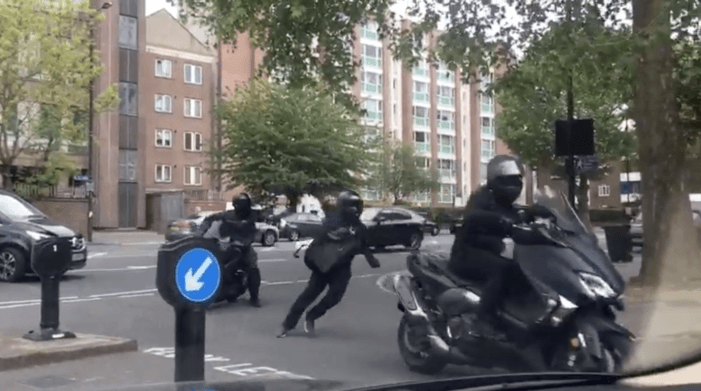 Arrestaties na scooter-overval Londen