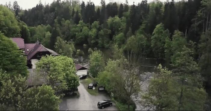 Drie doden in Duits pension met pijlen in lichaam