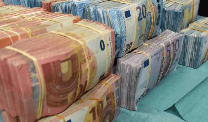 Duo opgepakt voor 7,5 kilo harddrugs en 35.000 euro cash in auto