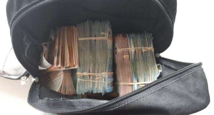 Man met 2 ton cash in rugzak aangehouden