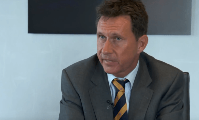 Wat nieuws: hoofdofficier van justitie wordt advocaat