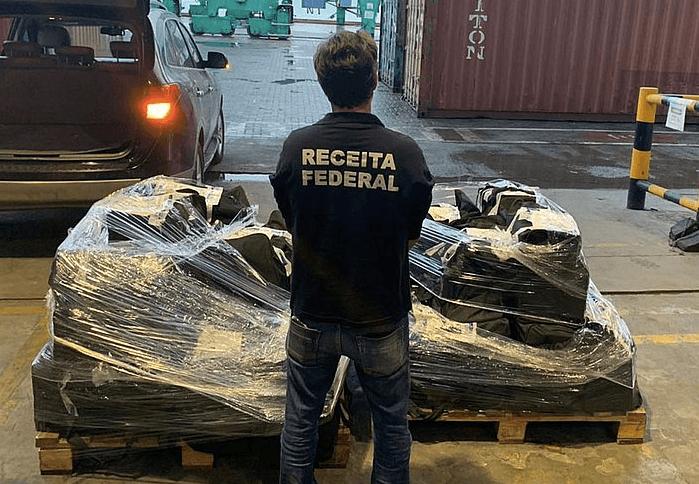 Brazilianen pakken 847 kilo coke voor Rotterdam