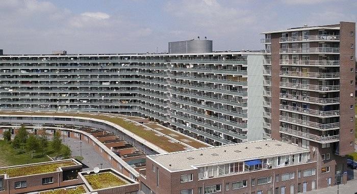 Man overleden na steekpartij bij flat Florijn in A'dam-Zuidoost