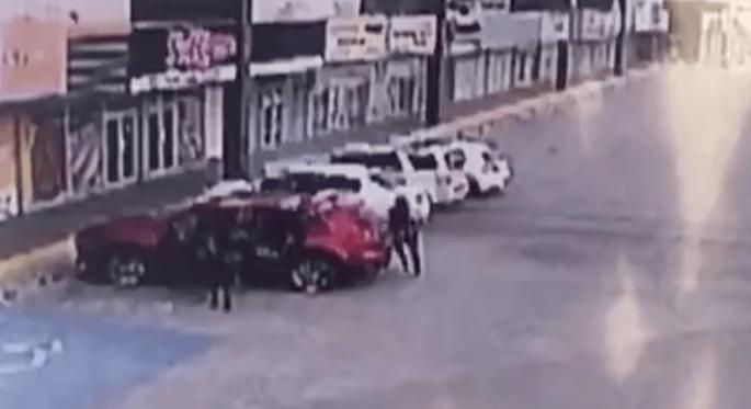 Huurmoordenaars van drugskartel liquideren politie-agent (VIDEO)