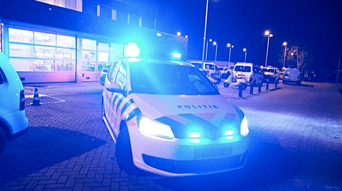 Agent in burger grijpt in na beschieting Amsterdams pand
