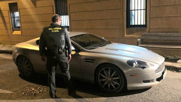 Man leent Aston Martin voor in Spanje