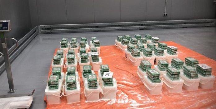 150 kilo cocaïne tussen strooizout in Rotterdamse haven
