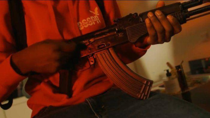 Politie pakt drillrappers op om geweren in clip