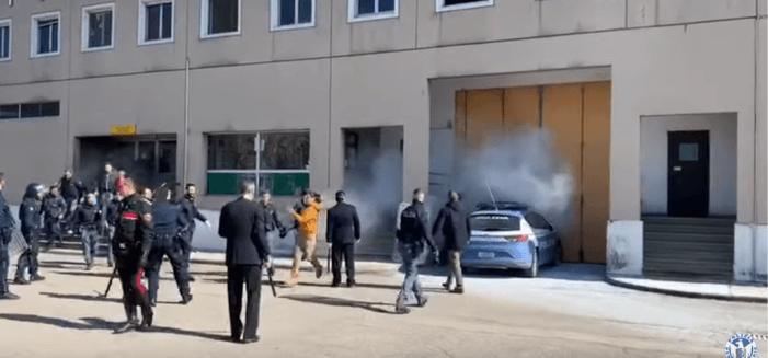 Opstanden in Italiaanse gevangenissen door corona-virus (VIDEO)