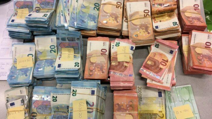 Twee aanhoudingen na vondst miljoen euro