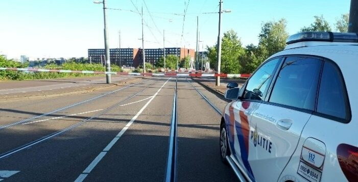 Vrouw neergeschoten in Amsterdam-Oost, politie zoekt schutter