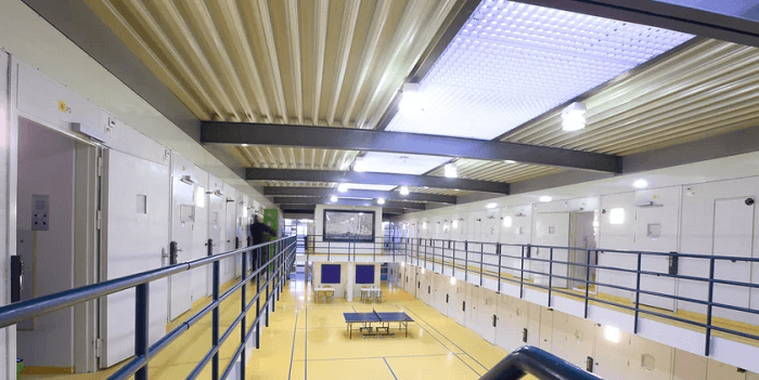 Gevangenisbezoek weer toegestaan achter plexiglas