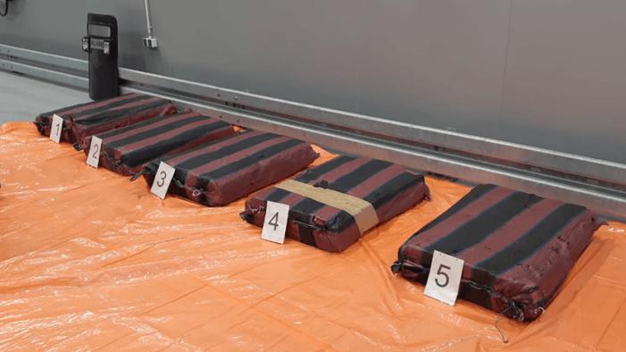 'Cocaïne-uithalers gearresteerd en 374 kilo coke gepakt'