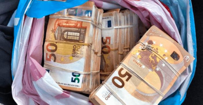 FIOD vindt 250.000 euro in autowasstraat Diemen