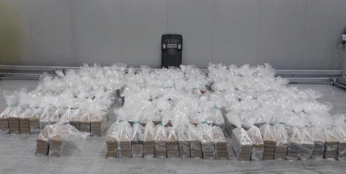 2020 kilo cocaïne tussen bananen in Rotterdamse haven