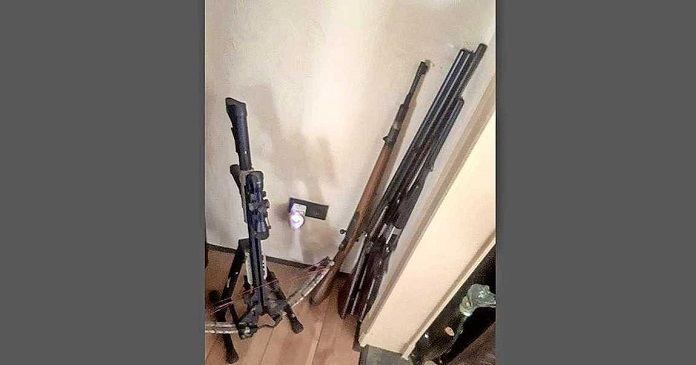 Bewoners opgepakt voor wapenarsenaal in woning Stadskanaal