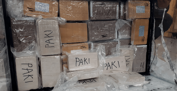 Slapende Brit (72) in verhuiswagen langs A27 opgepakt met 53 kilo drugs